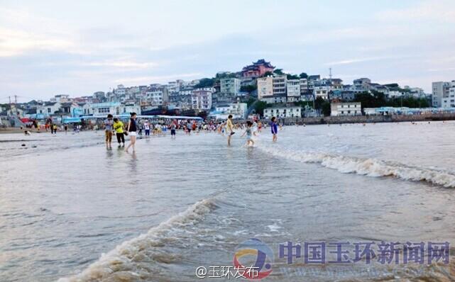 坎门后沙作为台州地区唯一的居于城镇中心而又背山面海的沙滩
