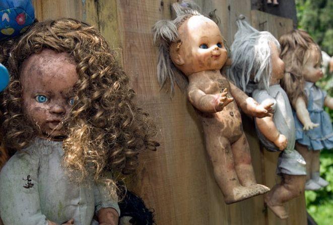恐怖娃娃岛神秘诡异娃娃数量惊人