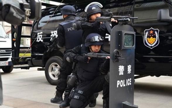 """和香港""""飞虎队""""一"""