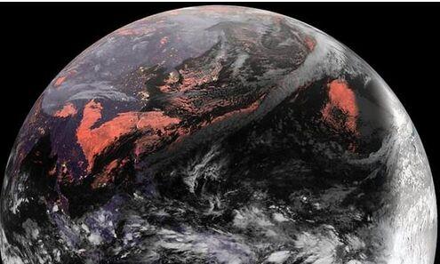 """日本高空拍摄到壮观的""""黑色地球"""""""